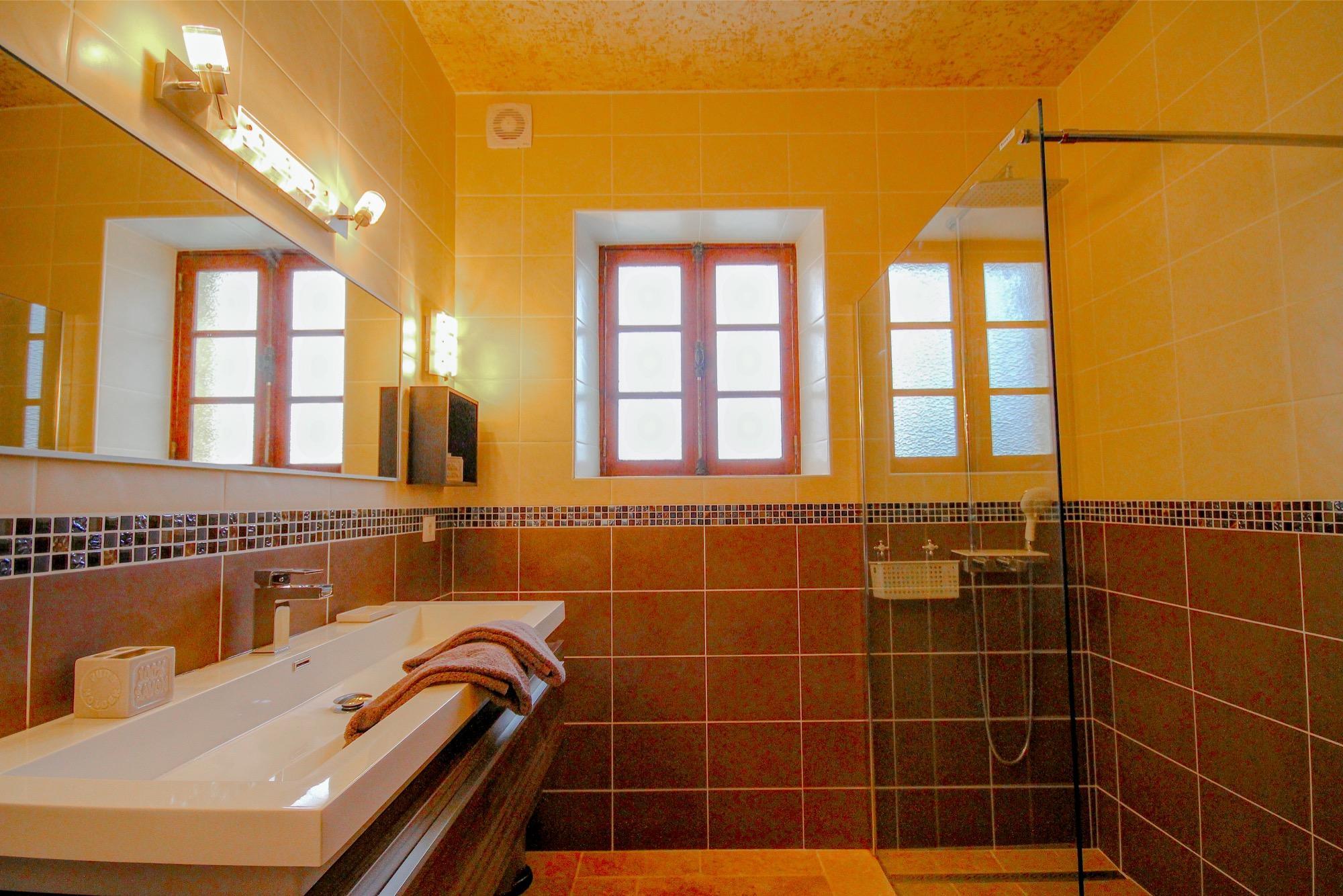 Demeure avec Piscine Intérieure - Jacuzzi - Sauna Sarlat